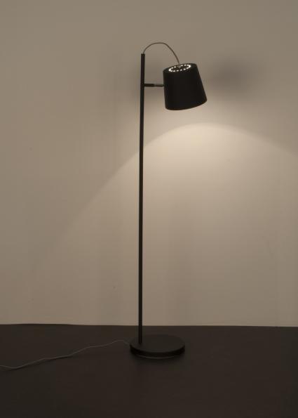 Jakie zalety mają lampy stojące?